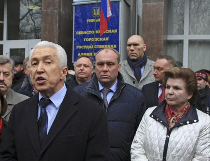 Валентина Терешкова (праворуч) в складі російської делегації в Криму