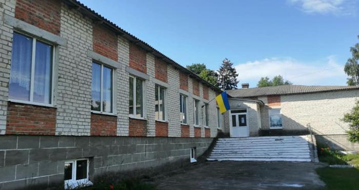 Батьки просять не закривати школу в селі Комарове