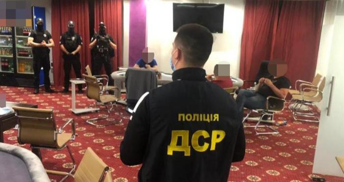 Поліцейські викрили підпільний гральний заклад