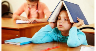 школяр з книгою