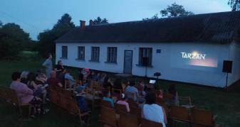 Кінотеатр просто неба в Тишковичах