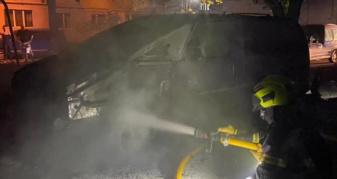 Вночі у Рівному згоріли дві автівки