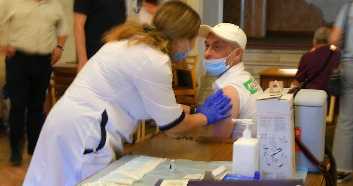 Центри вакцинації працюють без вихідних