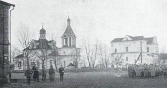 Ліворуч церква, де був старостою Григорій Юрко