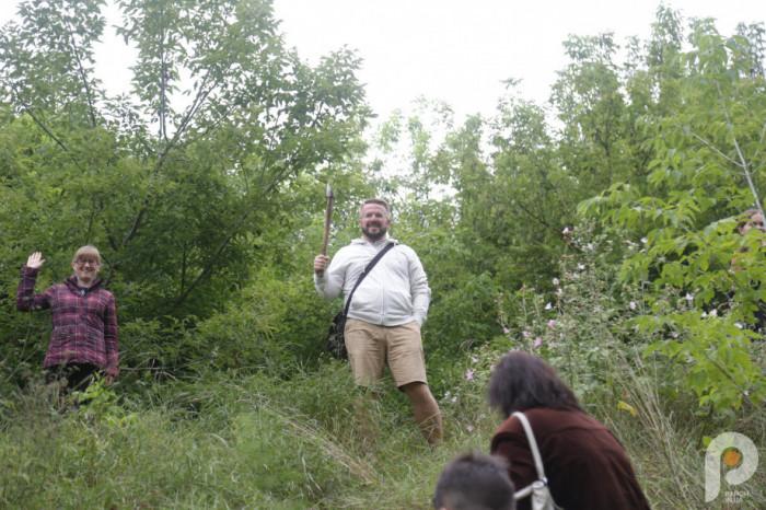 Група експедиції прогулялася поміж древніх валів, найбільш завзяті навіть зійшли на один із них, аби з висоти поглянути на річку Стир.