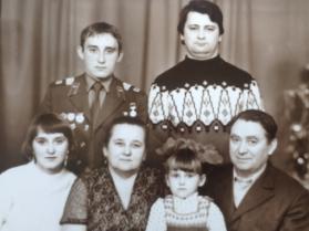 Іван Гончарук з родиною (архівне фото))