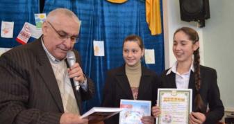 Роман Демчук з юними читачами
