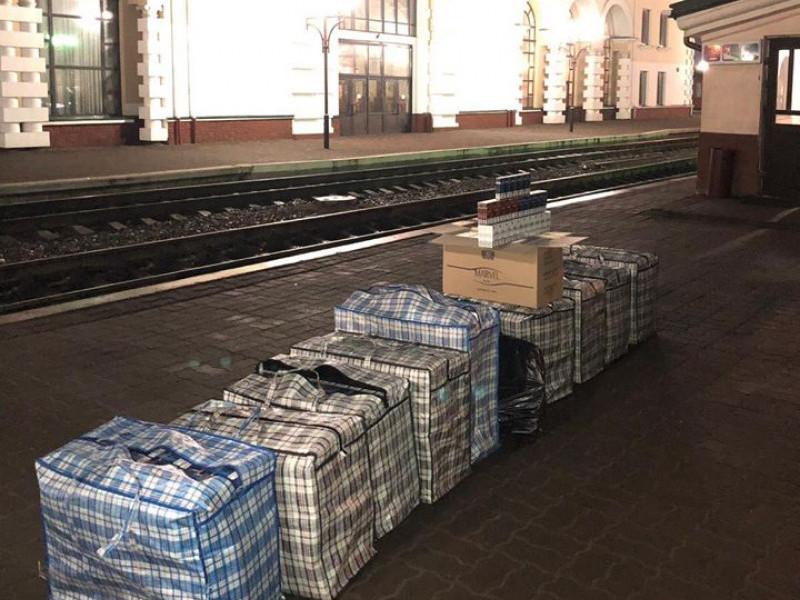 На вокзалі в Ковелі вилучили понад 11 тисяч пачок контрафактних цигарок
