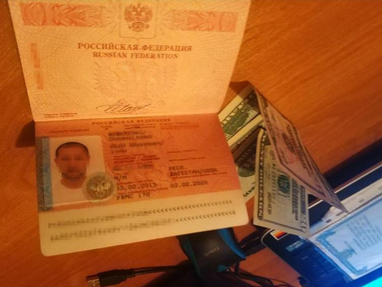 у пункті пропуску росіянин намагався підкупити прикордонника