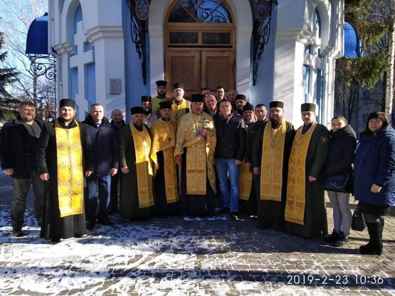 Біля храму святого Георгія Переможця