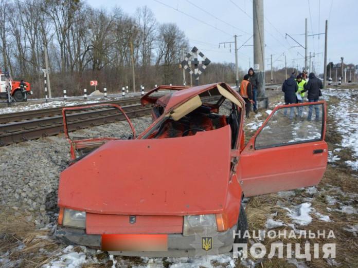 На Ківерцівщині автомобіль зіткнувся із потягом, є постраждалі