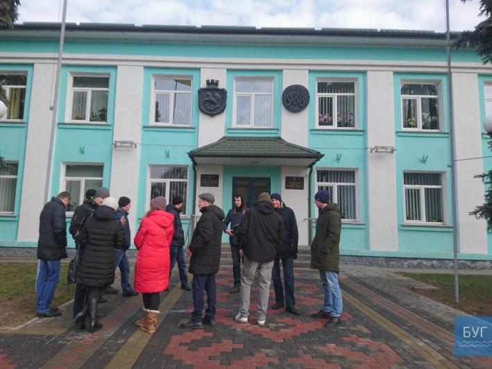 «То не моя сім'я... Вжепочинається перед виборами» - мер Володимира прокоментував пікет активістів