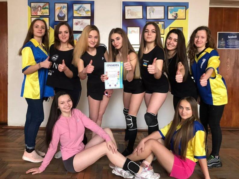 Медичний і промислово-економічний коледж стали переможцями турніру з волейболу