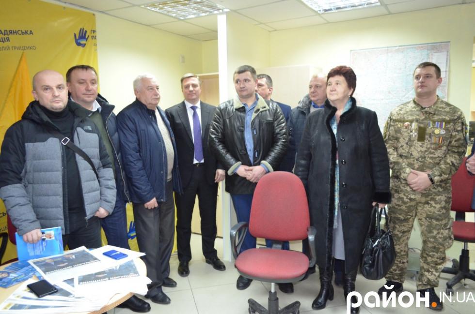 Прихильники волонтерського центру в Луцьку.