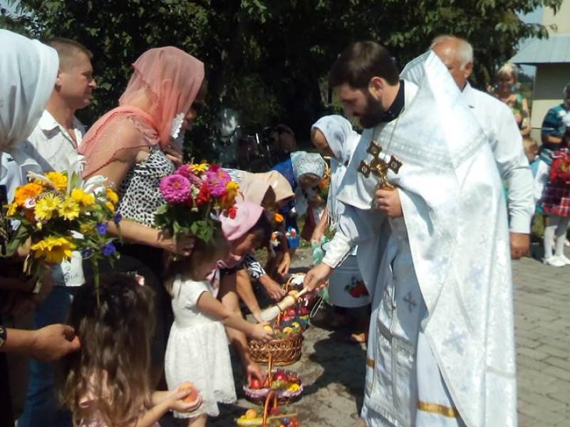 Священик Микола Слива на першій службі у Кутрові