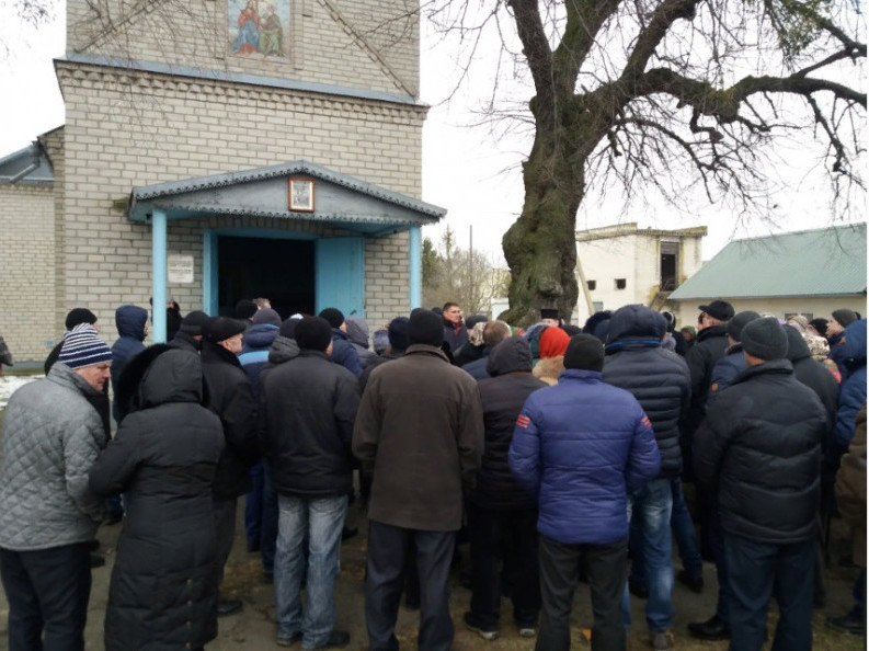 Берестечківський благочинний назвав події у Лобачівці захопленням храму