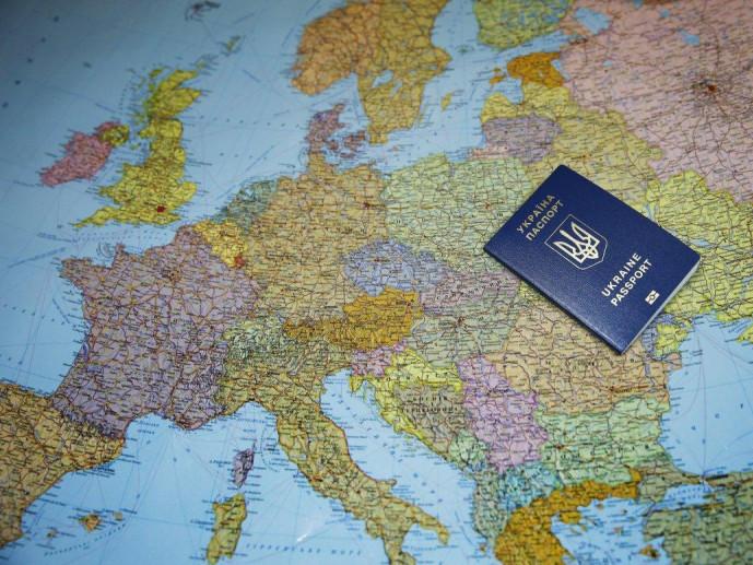 Волинянин заплатив штраф за зіпсований паспорт знайомої
