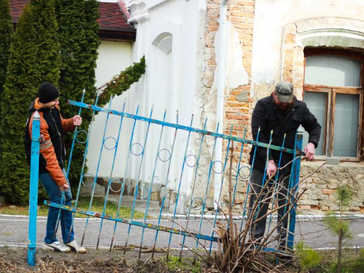 біля Жидичинського монастиря демонтували паркан