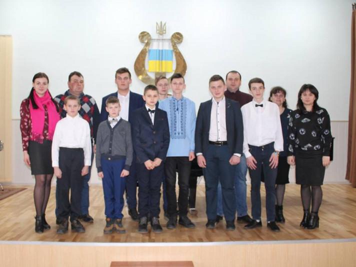 Вихованці Локачинської музичної школи пройшли далі в обласному конкурсі