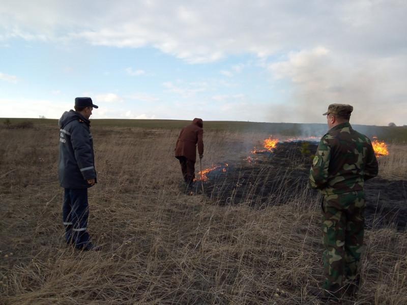 Двох локачан притягнули до адмінвідповідальності за спалювання сухої рослинності