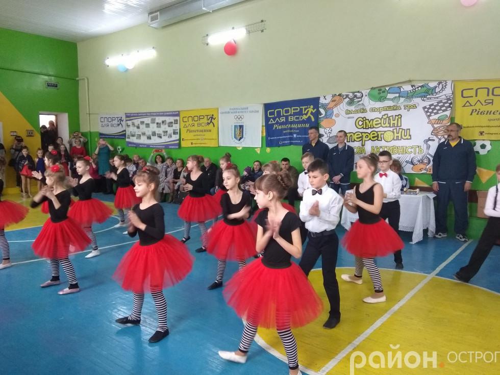 Запальний танець від колективу «Гармонія»