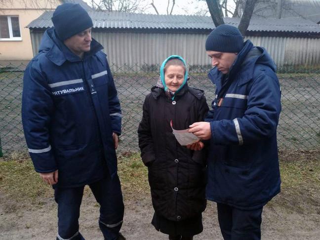 Рятувальники розповіли жителям Старовижівщини чому небезпечно палити сухе листя