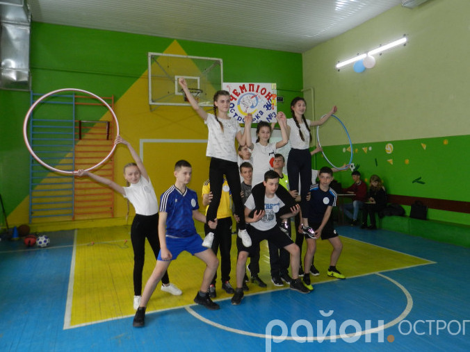 Команда ЗОШ №3 під час представлення