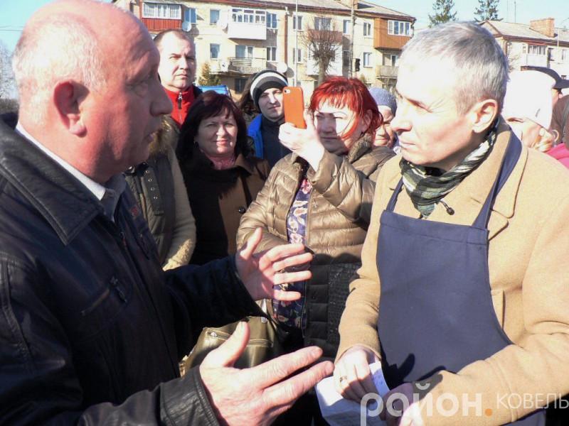 Костянтин Грубич під час спілкування з ковельчанами