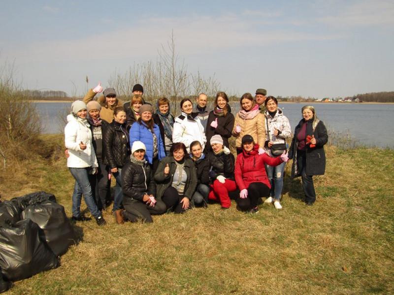 На Ратнівщині керівники та працівники державнихустанов вийшли на весняне прибирання