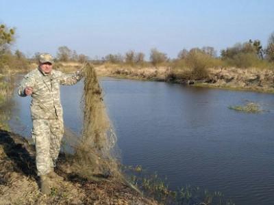 Біля Терехів «на гарячому»зловили рибного браконьєра