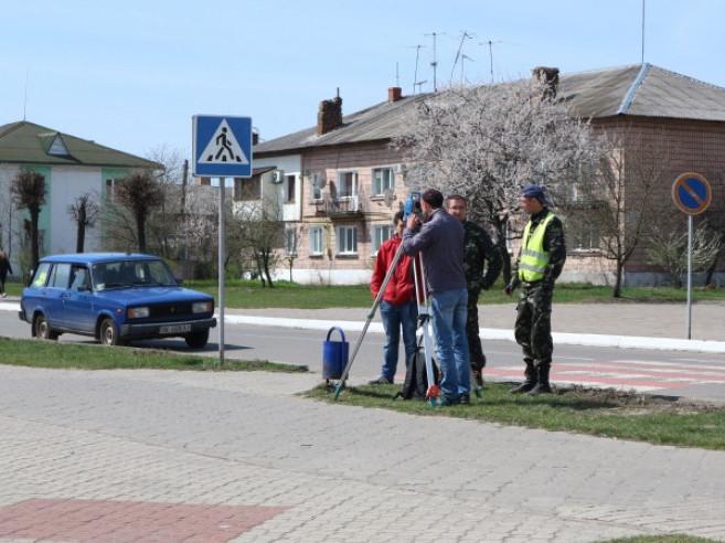 Любешівська громада: розпочали роботу з облаштування тротуарів