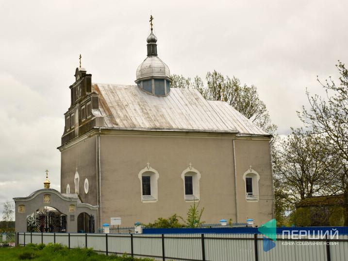 У Четвертні православні ідуть в ПЦУ, але Московський патріархат зберіг групу прихильників