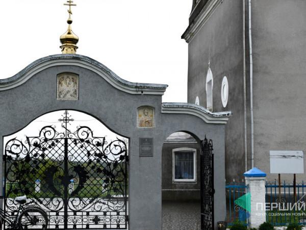 У Четвертні під церквою прихильники Московського патріархату побили двох пенсіонерів