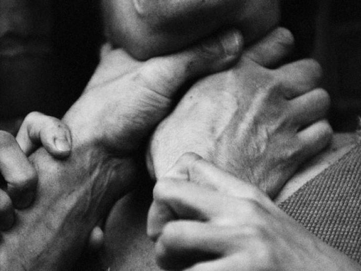 На Волині засудили чоловіка, який намагався задушити власну сестру