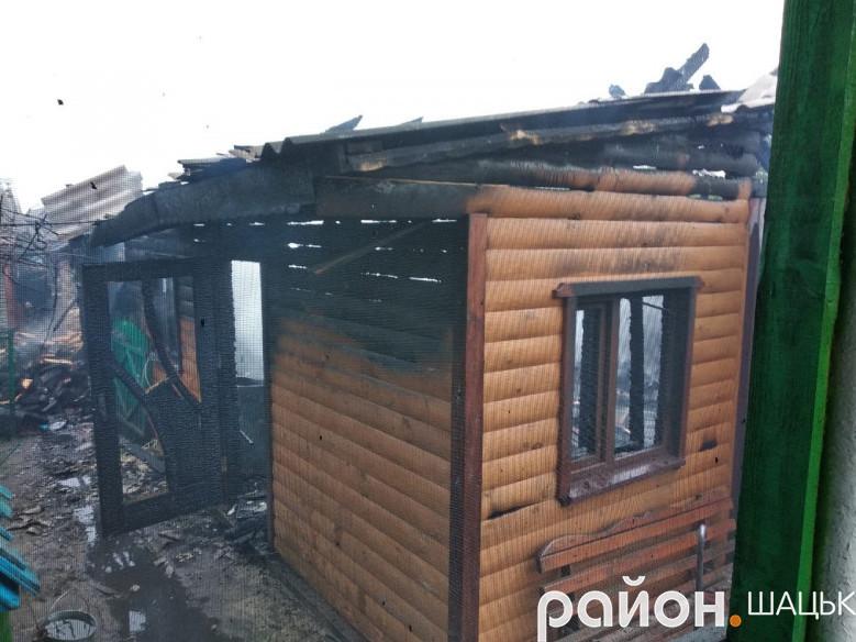 Будівлі майже повністю згоріли