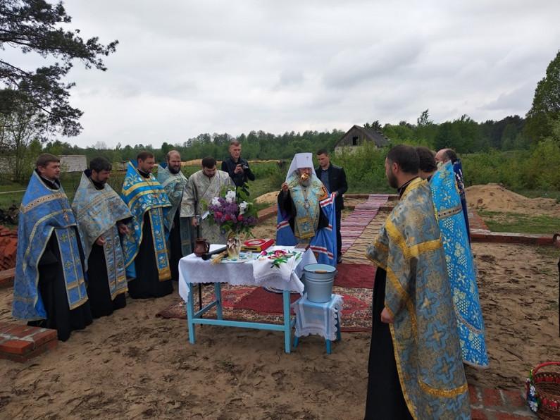 В селі Затишшя заклали камінь під будівництво нового храму Української православної церкви.