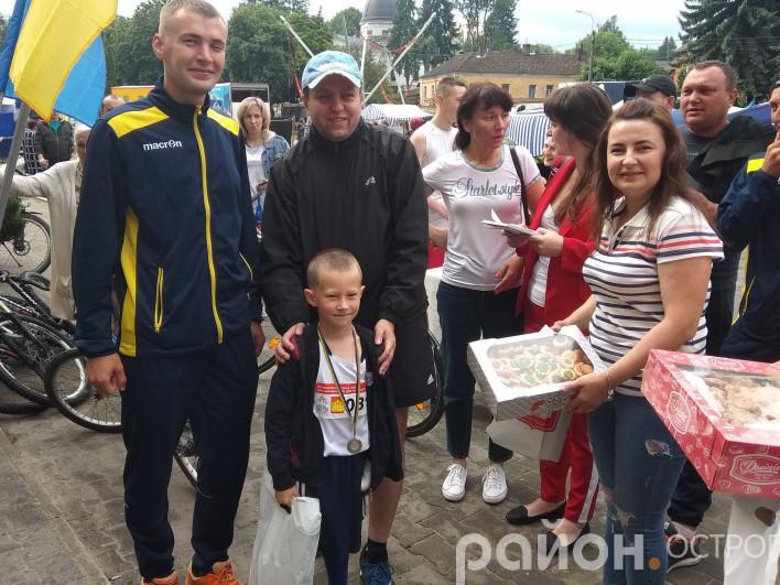 Нагороду отримує наймолодший учасник Артем Перебойчук