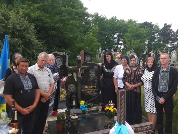 На могилі Володимира Якобчука