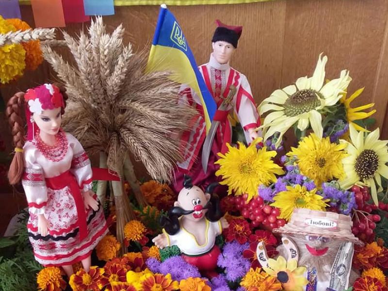 У Ратнівській лікарні влаштували квіткову виставку композицій