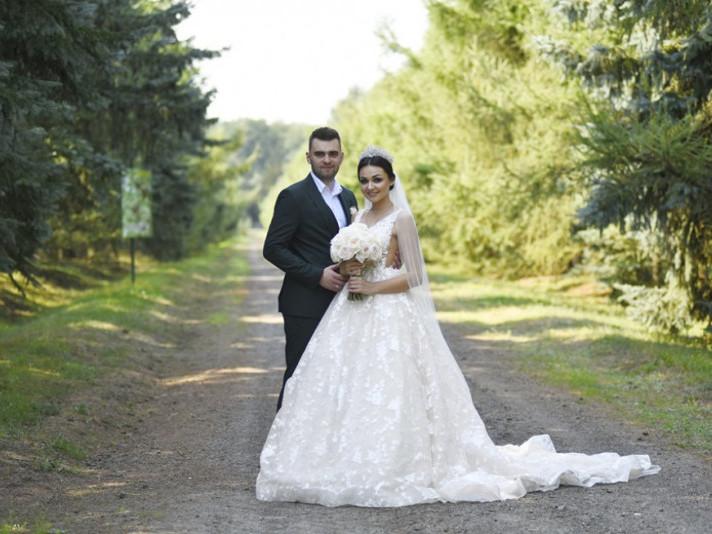 Лучани влаштували  весільну фотосесію в селекційно-насіннєвому центрі