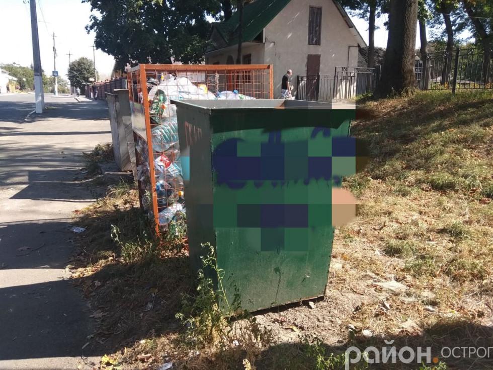 Не оминули навіть контейнерів для сміття