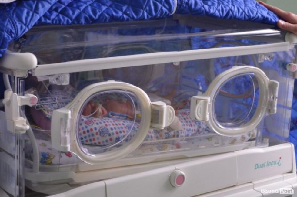 У перинатальному центрі у Луцьку врятували одного з двійняток, який народився передчасно і важив лише 780 грамів