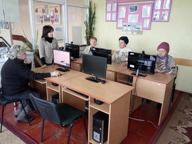 Маневичан навчали безпеці в мережі Інтернет