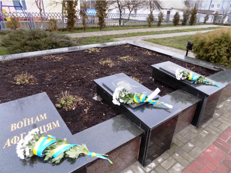 Меморіальні плити на честь воїнів-афганців у Любюешеві