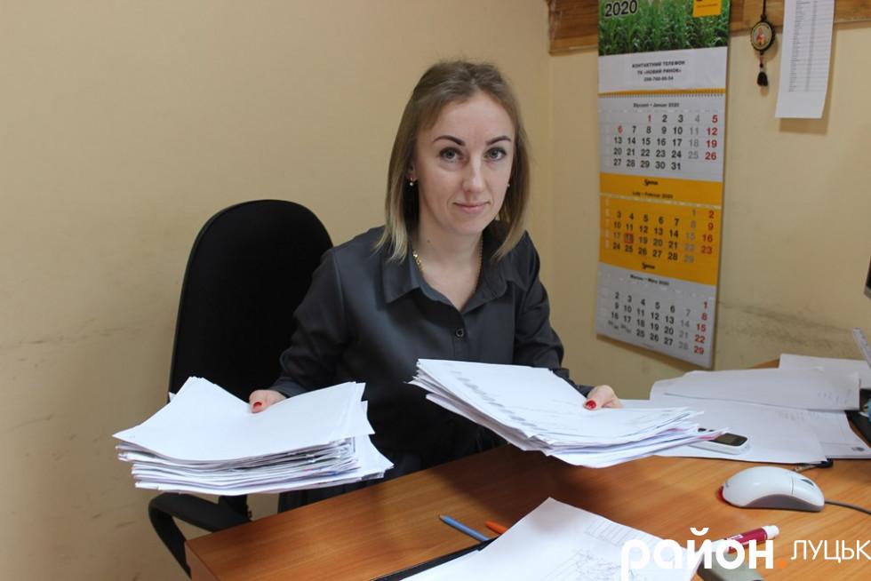 Юристка Наталія Ящук тримає звернення підприємців