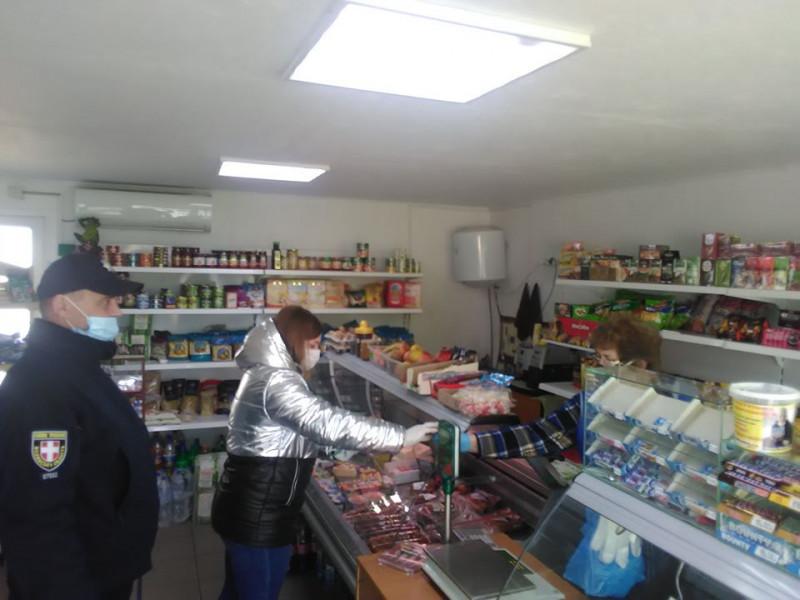 У Шацьку поліцейські перевіряють магазини