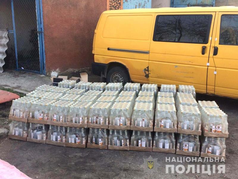 У жителя Луцька вилучили понад півтори тисячі пляшок горілки