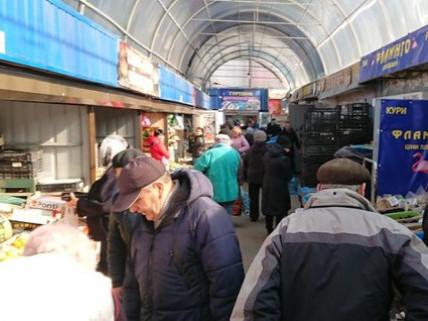 Через нехтування карантином у Луцьку можуть закрити ринки