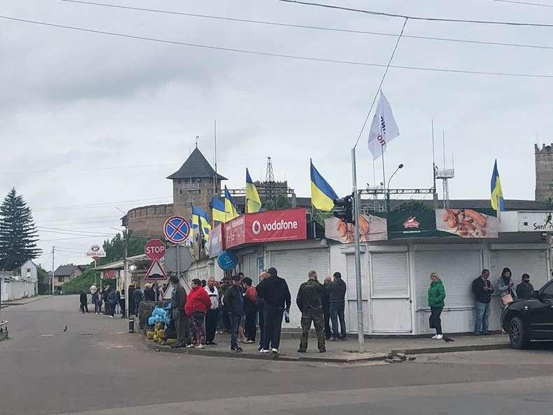 На Старому ринку у Луцьку з боєм розбирають барикади