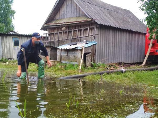 На Волині рятувальники відкачували воду з будинків та підтоплених територій